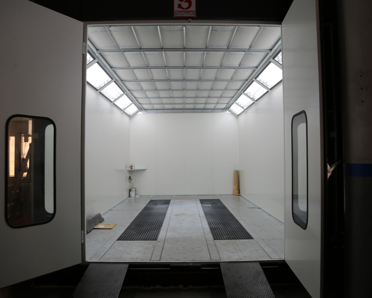Ford Showroom Liapis Bros - Vehicle Bodyshop