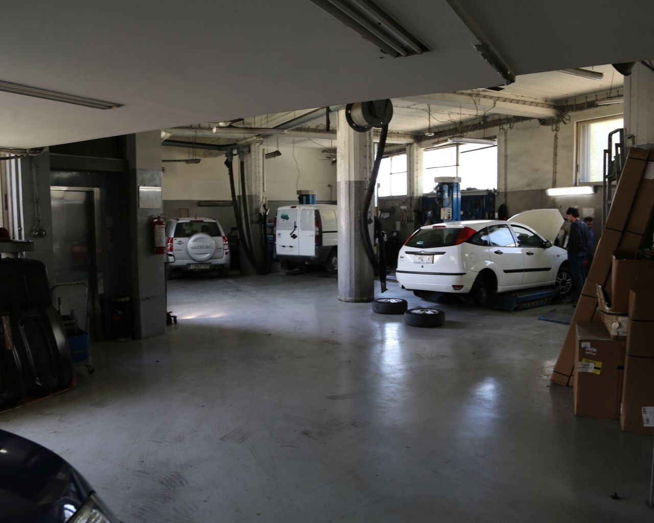 Ford Showroom Liapis Bros - Service